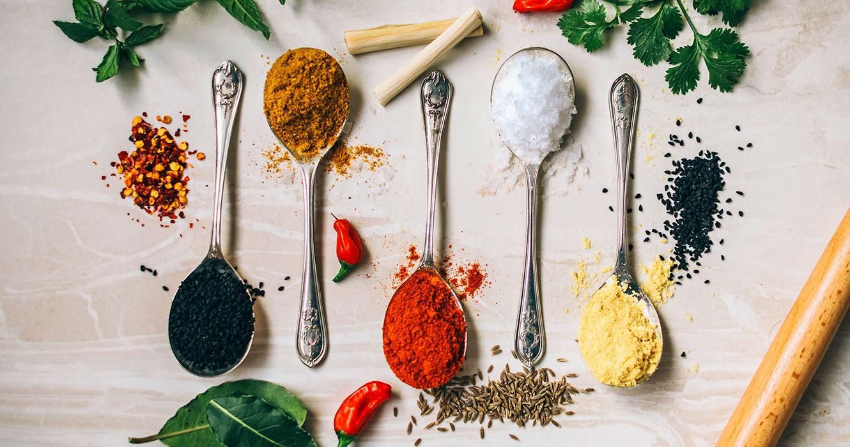 Forskjellige krydder og urter